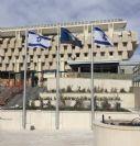 Установка алюминиевого флагштока высотой 6 м в Банке Израиля с использованием настенных кронштейнов
