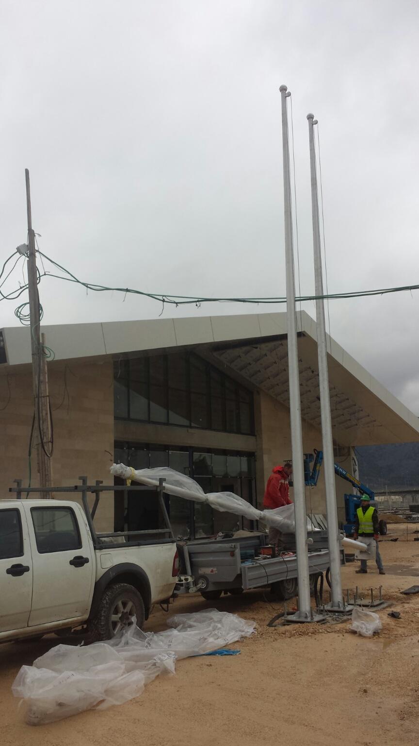תורן אלומיניום קוני בגובה 8 מטר התקנה בתחנת הרכבת