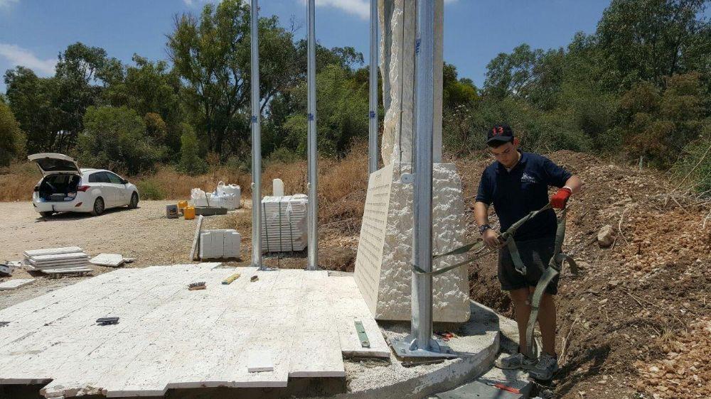 תורן פלדה קוני גובה 5 מטר התקנה באנדרטת מחנות המעצ