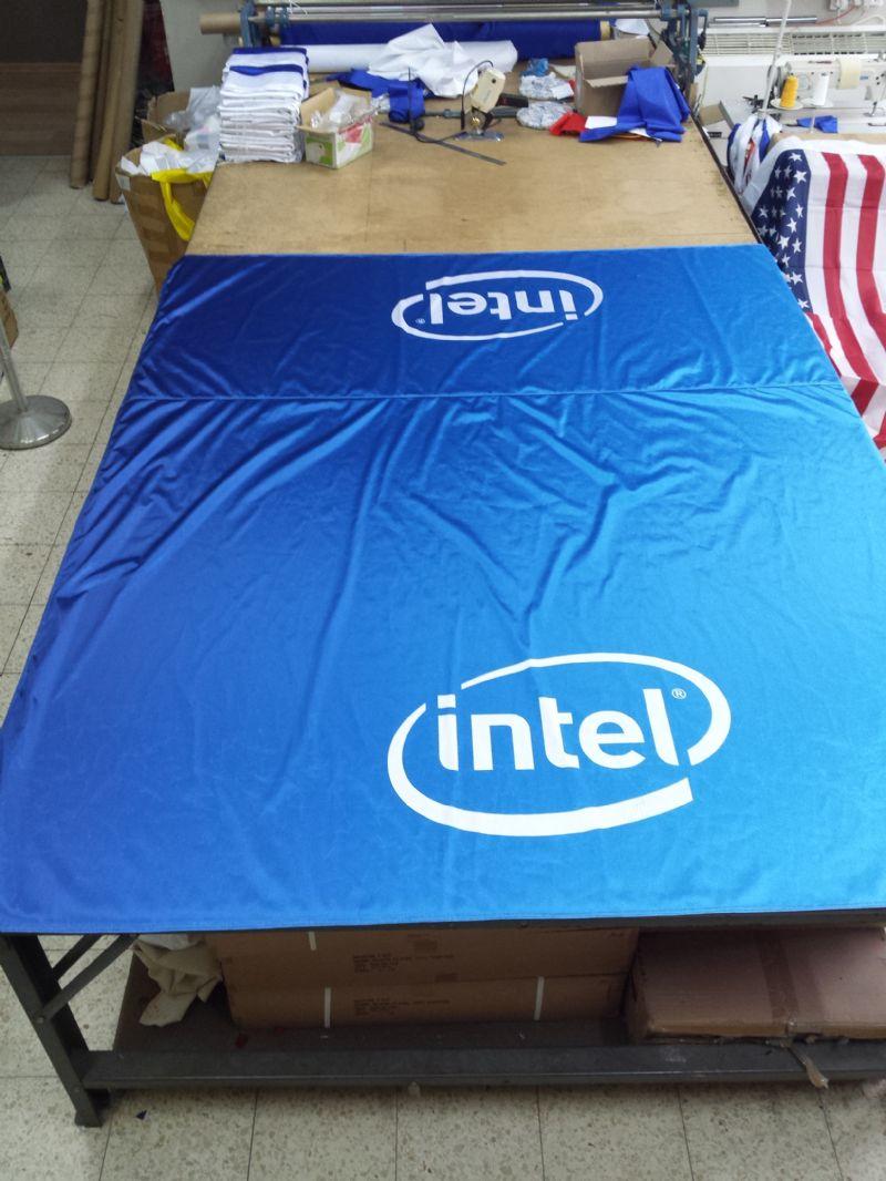 מפת שולחן אינטל מודפס על בד סטן בגודל 210 על240 סמ