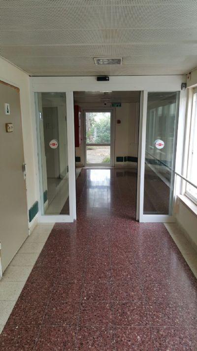 דלת אוטומטית קורסת-דלתות אוטומטיות חשמליות