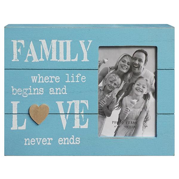 מסגרת תיבה מעץ תכלת כיתוב FAMILY לבן