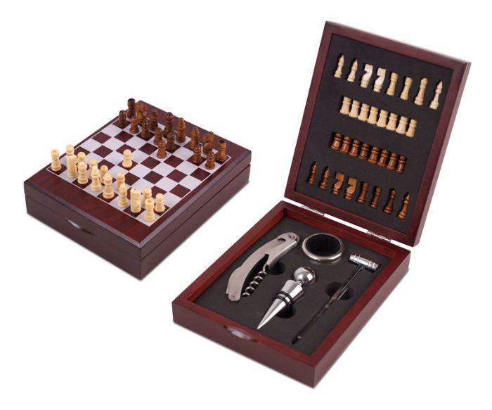 שחמט עם אביזרי יין