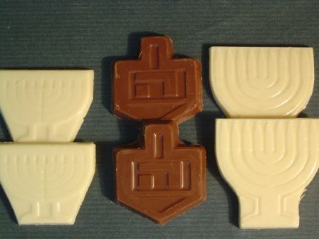 שוקולד בצורת חנוכייה או סביבון