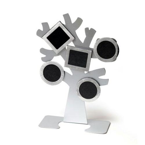 עץ משפחה מתכתי עם תמונות