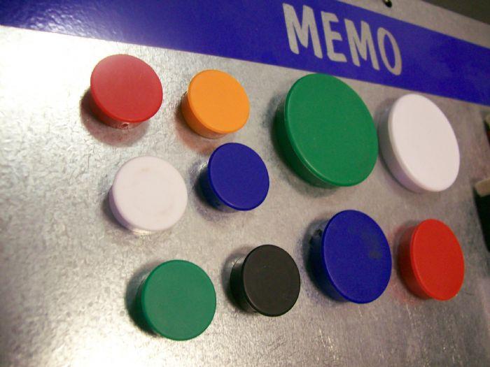 מגנטי כפתור צבעוניים