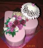 עוגה רומנטית עם שמשיה ופרחי סוכר