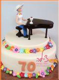 עוגת יום הולדת לאמא המנגנת בפסנתר, ובעלת אישיות צבעונית - A birthday cake for a mom that plays the piano and has a very colorful personality