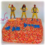 עוגת יום ההולדת של אייל החמוד שביקש עוגה עם הרבההה סוכריות ואת גיבורי העל