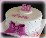 עוגה אלגנטית ועדינה ליום הולדת 50 של אם המשפחה