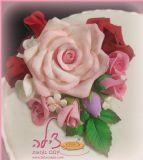 זר פרחים מפוסל מבצק סוכר