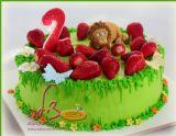 עוגת יום ההולדת של אורן הקטן. עוגת האריה שאהב תות! ציפוי קרם עשיר, תותים טריים ופיסול בבצק סוכר