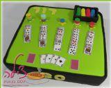 דור אוהבת לשחק בקלפים, ואמא שלו החליטה לחגוג את יום הולדתו עם עוגת קלפים