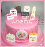 עוגת יום הולדת 16 לניקול, שאוהבת מאוד קניות ומותגים