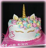 עוג עוגת חד קרן לחגיגת יום הולדת של מאיה