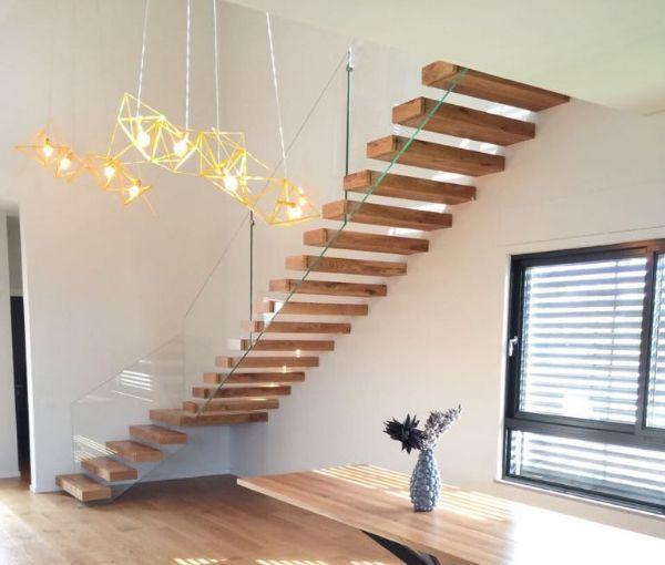 מדרגות מעוצבות, מעקה למדרגות, מדרגות לבית