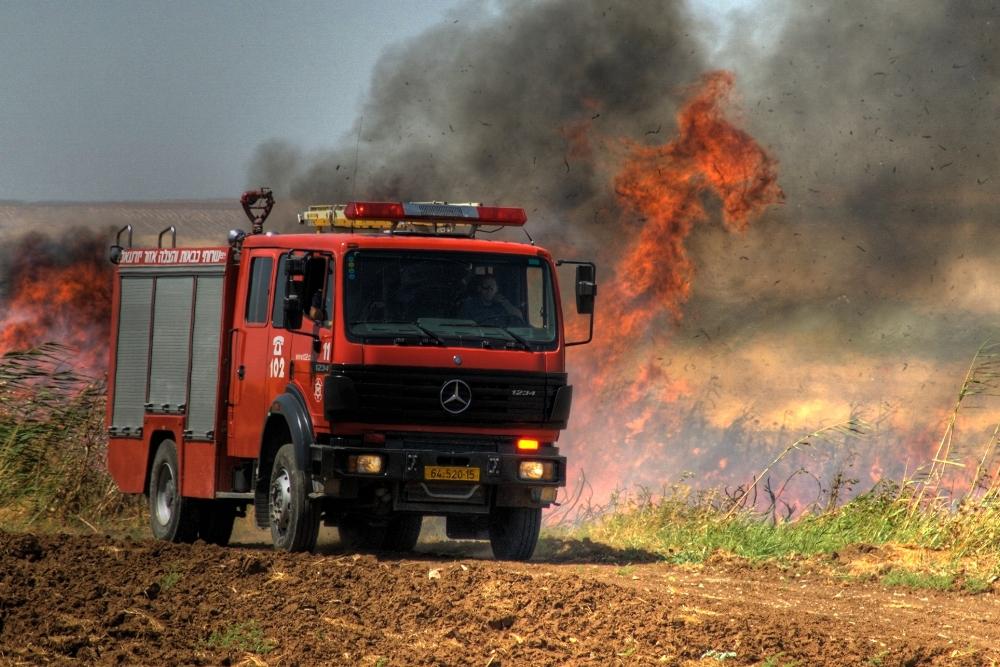 להבות, שריפה, כיבוי אש בפעולה
