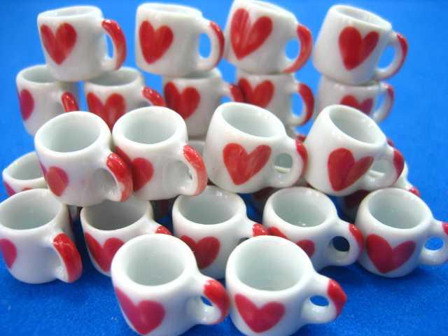 ספלי קרמיקה לקפה מיניאטוריים עם ציור לב אדום