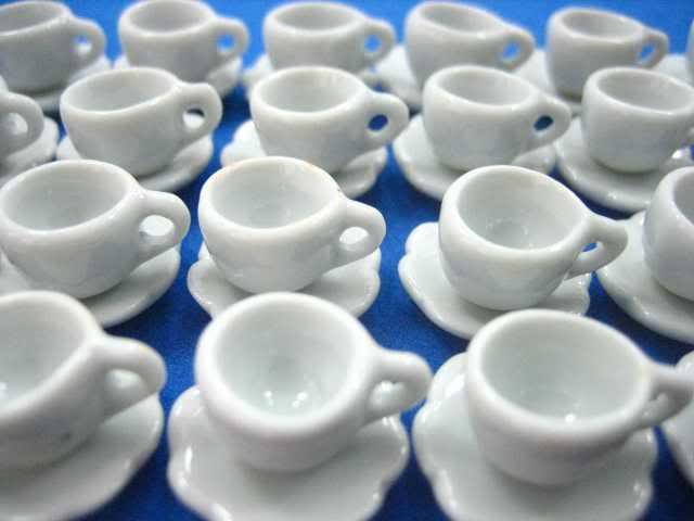 ספלי קפה מיניאטוריים מקרמיקה עם תחתיות