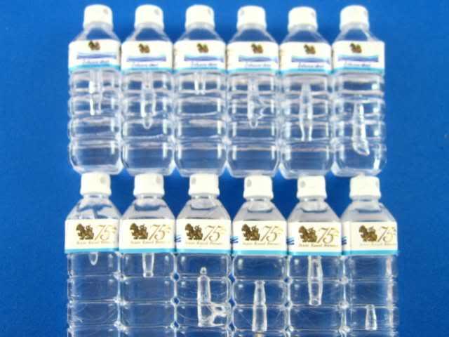 בקבוקי מים מינרלים מיניאטוריים