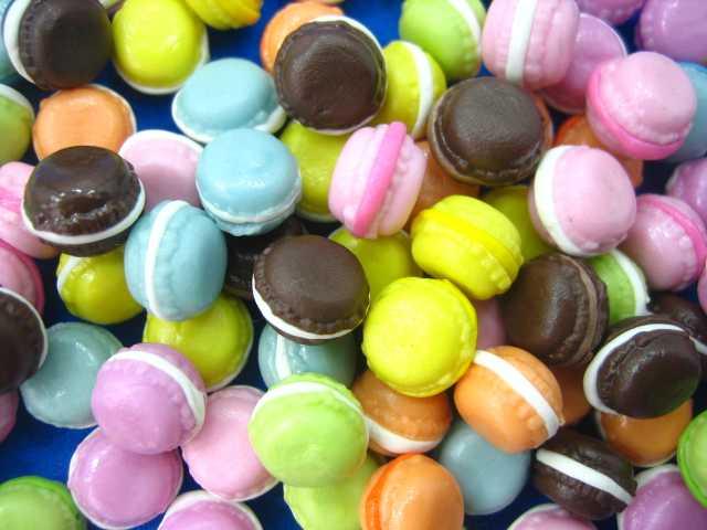 עוגיות מרנג צבעוניות מיניאטוריות