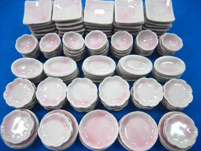 סט צלחות וקערות מיניאטוריים בצבע לבן