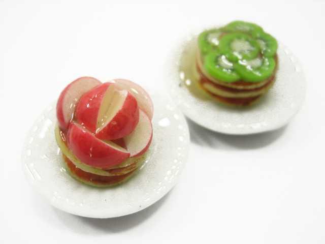 מנת קינוח מיניאטורית של וופל תפוח / וופל קיווי