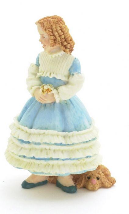 פסלון מיניאטורי של ילדה עם שמלה כחולה