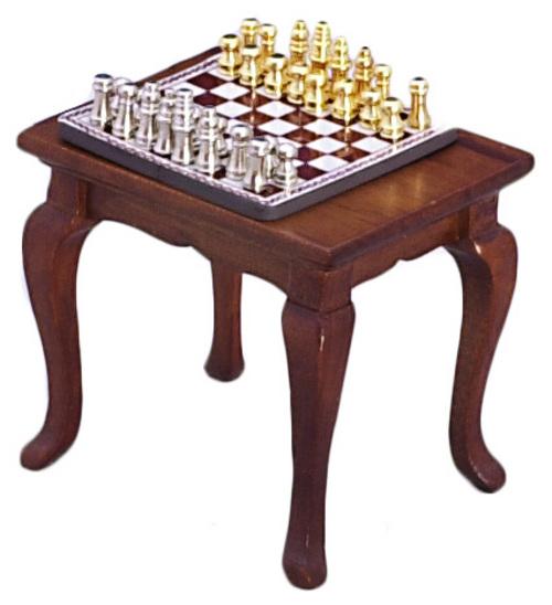 משחק שחמט מיניאטורי ושולחן מתאים