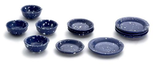 צלחות וקערות כחולות מיניאטוריות עם נקודות לבנות
