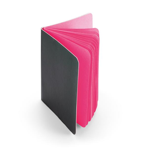 מחברת עם דפים צבעוניים