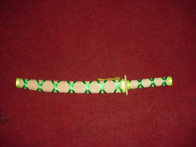 חרב עץ בנדן טבעי