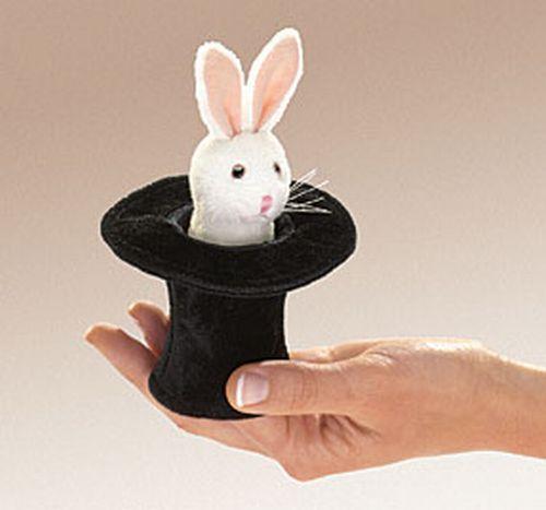 בובת אצבע ארנב בכובע