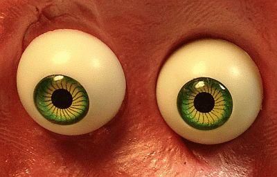עיניים ללושלוש