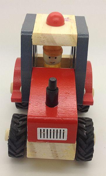 טרקטור עץ עם גלגלי גומי