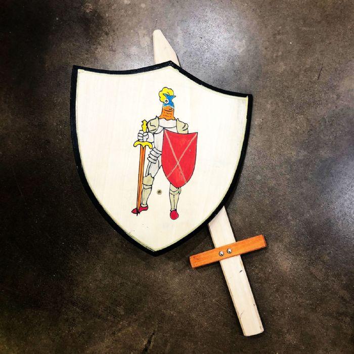 מגן עץ אביר הפלדה B100