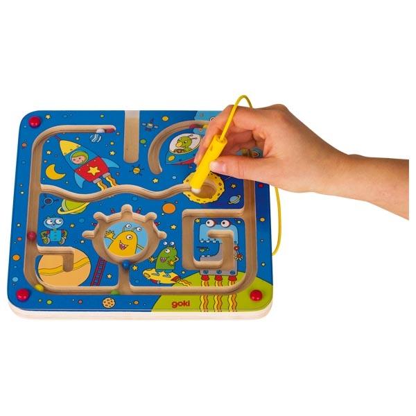 צעצועי עץ GOKI מבוך מגנטי חלל 53817