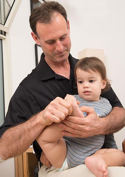 בדיקה אוסטאופתית לתינוקות