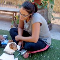 מרתה קמרנו  - מטפלת ומחנכת בעזרת בעלי חיים
