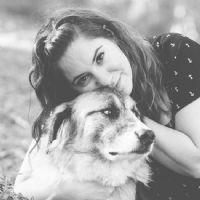 לירון קורונה מטפלת בעזרת בעלי חיים