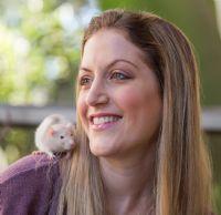 ענת קציר אליאל - מטפלת בעזרת בעלי חיים