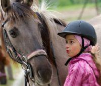 רכיבה טיפולית - סוס וילדה