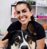 דנה שמש - מטפלת רגשית בעזרת בעלי חיים