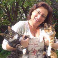 איריס קולטוצניק מטפלת רגשית בעזרת בעלי חיים