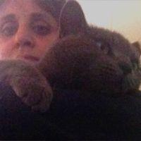 מיכל לב נבון עם חתול טיפול רגשי מסתייע בבעלי חיים