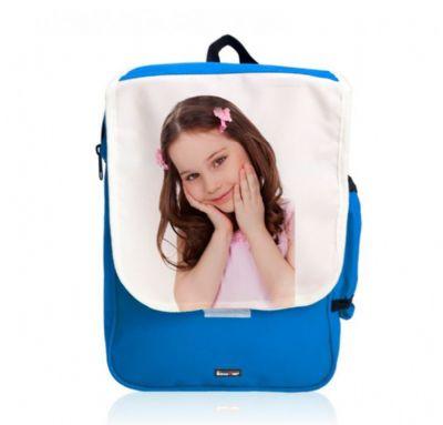 תמונה של ילדה מודפסת על תיק גב לילדים