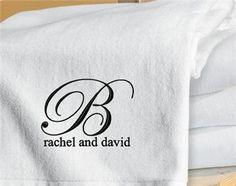 מגבת רקומה עם לוגו