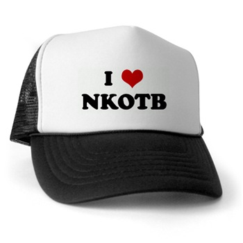 הדפסת לוגו על כובעים בצבעים שונים
