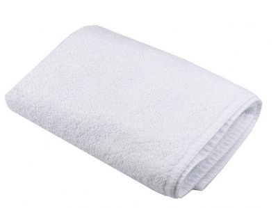 מגבת גוף לבנה עם רקמה
