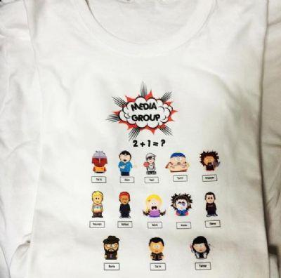 הדפסה צבעונית על חולצה לבנה